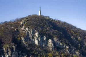 budapest-liberty-statue02